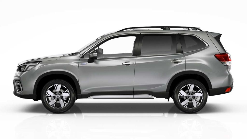 Subaru Forester e-Boxer i silverfärg